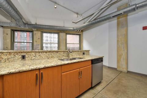 high-end-downtown-cleveland-oh-Condo-Unit-303-21.jpg